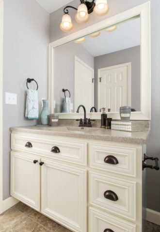 Vintage White Bathroom Vanity Cabinets